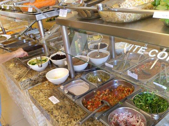 Girassol: Saladas, doces e salgados!! Excelente!!