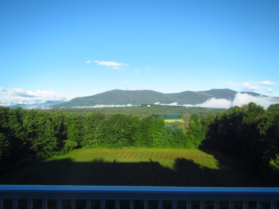 North Conway Mountain Inn: morning view from the balcony
