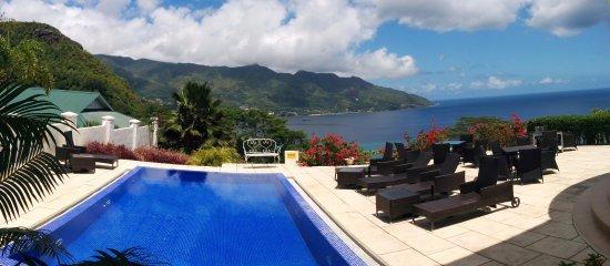 Glacis, Seychelles: Terrasse et superbe vue sur la baie de Beau Vallon