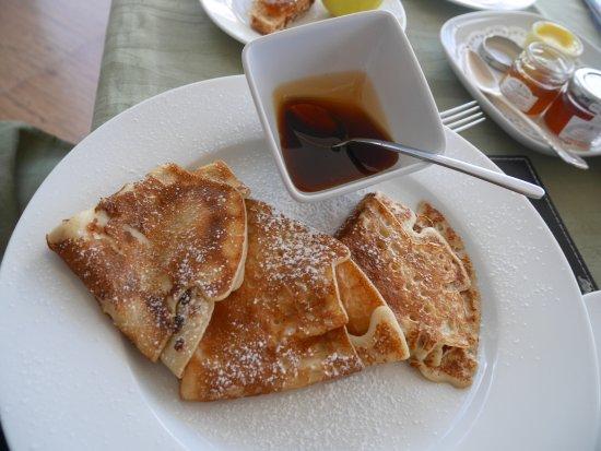 Petit Amour Villa: De bonnes crêpes pour le petit-déjeuner avec du miel des Seychelles