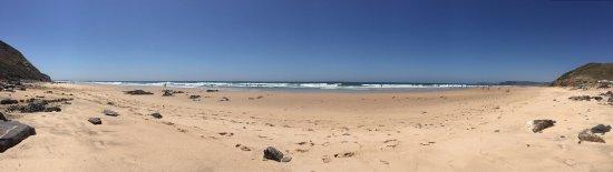 Bordeira, Portugal: Gorgeous beach....