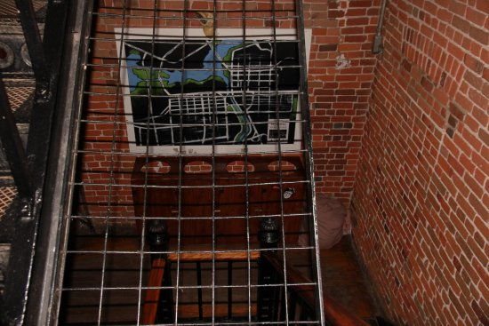 HI Ottawa Jail Hostel: Staircase