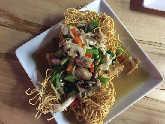 Cafe de Bangkok: Spring Rolls, Drunken Noodles with Chicken and Tofu, Cashew Chicken.  Food as usual very tasty.