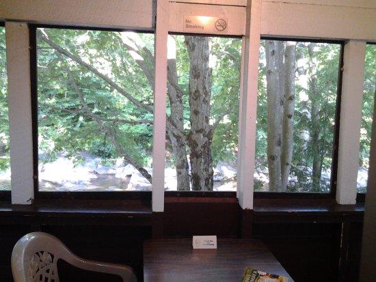 Pemi Cabins: Porch view of Cabin 8