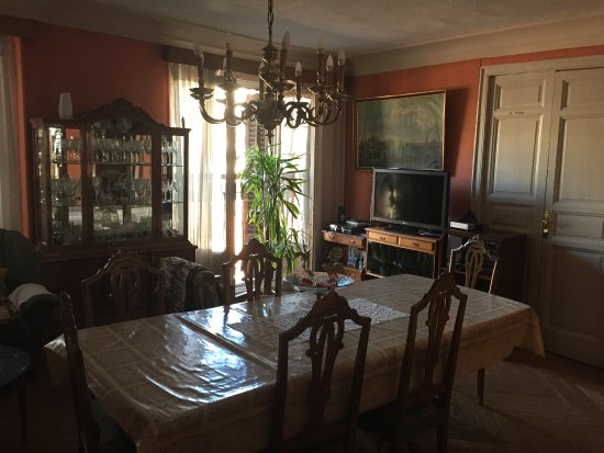 RC Miguel Angel: The living room of the old man and where he sits all day (the bedrooms are all around).