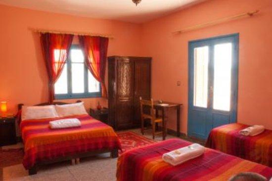 Chambre quadruple 1 grand lit et 2 lits jumeaux - Picture of ...