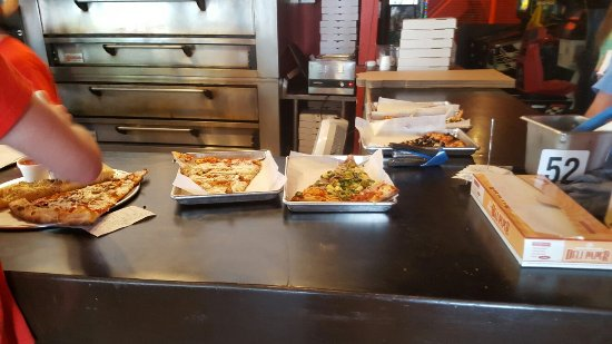 Shawnee Mission, KS: Pizza by the Slice