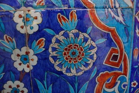 Mezquita de Rüstem Paşa: Керамическая плитка. украшение снаружи мечети