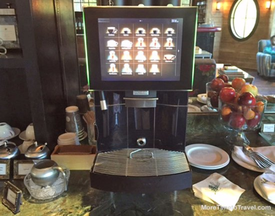 Walloon Lake, MI: Neat coffee and chocolate maker in the Hearth Room