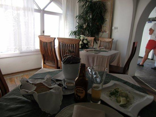 Fanari Restaurant: restaurante Fanari en Oia, Santorini. Sala interior.