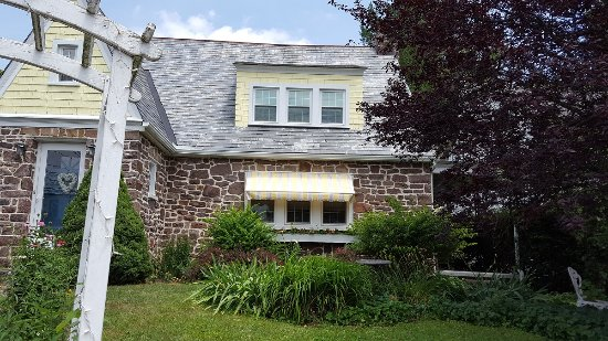 Terre Hill, PA: The Olde Stone Cottage