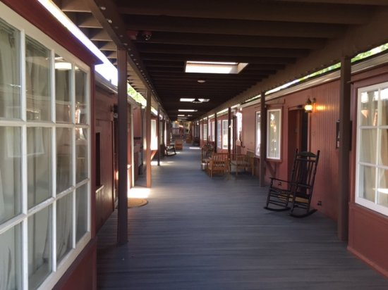 Napa Valley Railway Inn: Feels like a Train Station!