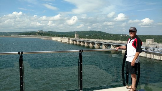 Branson, MO: Nice view of the dam. Water was not running over it while we were there.