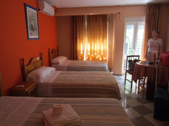 Pension Alcazaba: удобная просторная комната