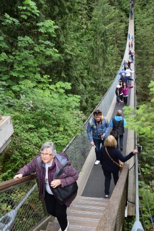 Vancouver Utara, Kanada: Stepping onto the suspension bridge