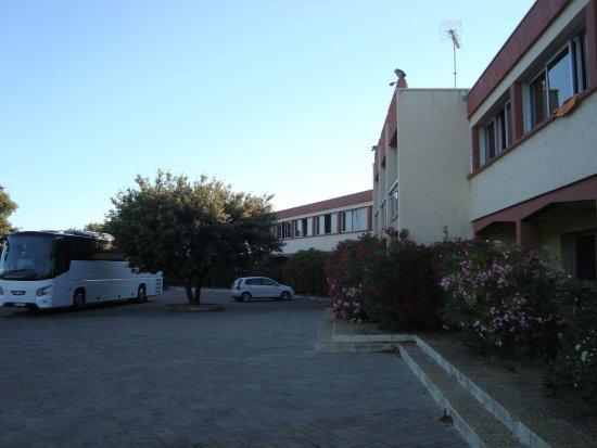 Hotel Le Lagon : duży parking dla autokarów
