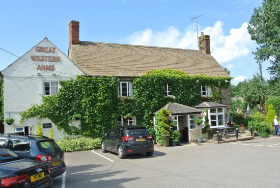 Aynho, UK: Front view - more parking to right