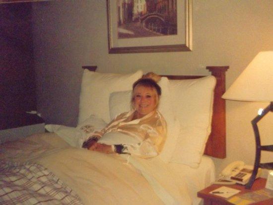 Thorold, Kanada: Fabulous comfortable bed, separate bedroom