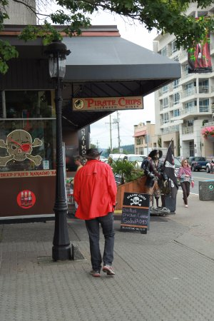 Pirate Chips: Restaurant from the street
