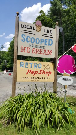 Lee, MA : Retro shop