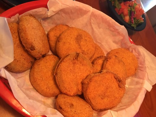 Leander, تكساس: Come for the delicious hand-breaded Fried Green Tomatoes