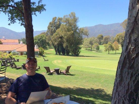 โอจาอิ, แคลิฟอร์เนีย: Sitting on the edge of the course at Jimmy's