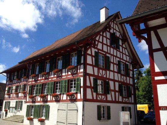 Rafz, Schweiz: Nachbarhaus vom Gemeindehaus