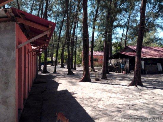 Talisayin Cove: shared toilet and bath