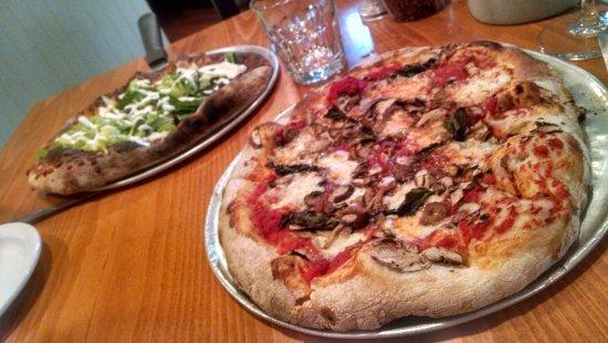 Ava's Pizzeria & Wine Bar : Delicious pizza!