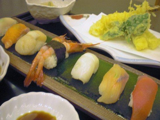 Minamiminowa-mura, Giappone: Today's Sushi set $18