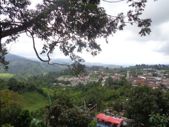 Quindio Department, Colombia: Un  rinconcito  para  visitar,  con su  iglesia  que  sobresale