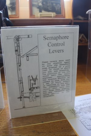 Pacific Railroad Museum: explanation on how control levers work