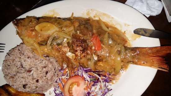 La Garita, Costa Rica: Red snapper cooked by Flor in Caribbean sauce.
