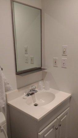 Sea Lion Motel: Bathroom