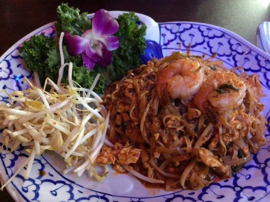 Ocoee, FL: Shrimp and Chicken Pad Thai
