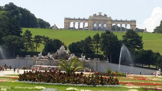 Vienna Sightseeing Tours : Anlage Schloss Schönbrunn/