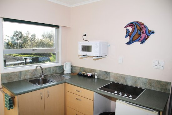 Cook's Lookout Motel: Two Bedroom Kitchen