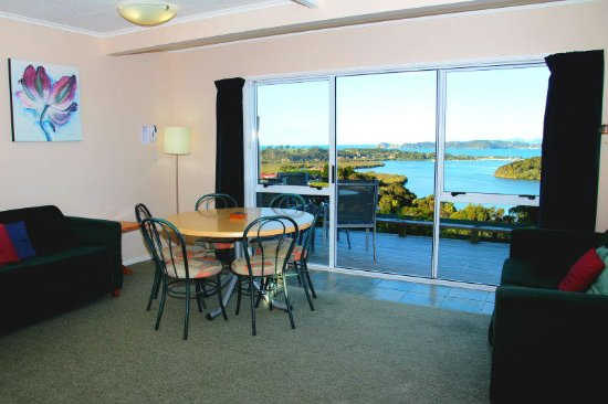 Cook's Lookout Motel: Two Bedroom Lounge