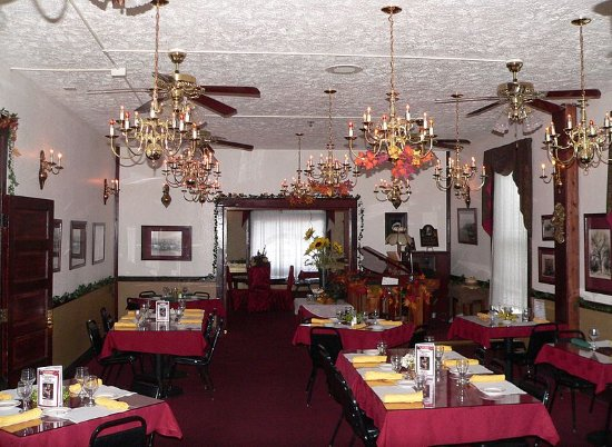 Crofton, NE: Leslie Brooks Dinning Room