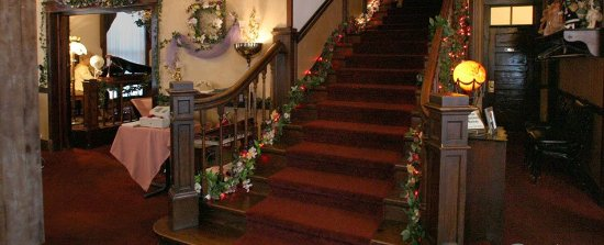 Crofton, NE: Grand Staircase