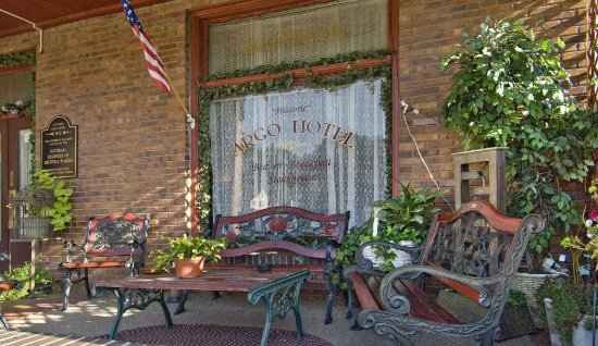 Crofton, NE: Front Porch