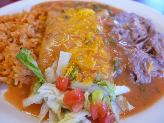 Fort Garland, โคโลราโด: Tasty Beef Enchiladas at Del's Diner: Ft. Garland, CO