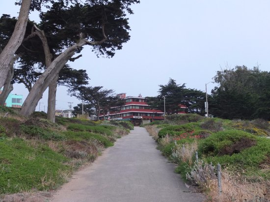 Seal Rock Inn: the path back up to hotel from the Sutro baths