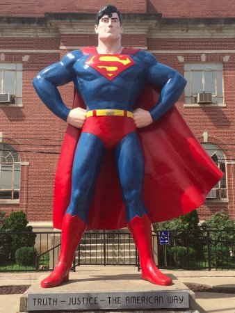 Metropolis, IL: The man of steel guarding the city!!