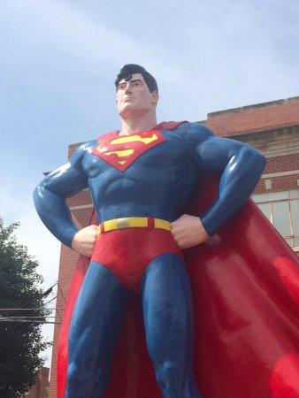 Metropolis, Ιλινόις: Always on the Lookout!