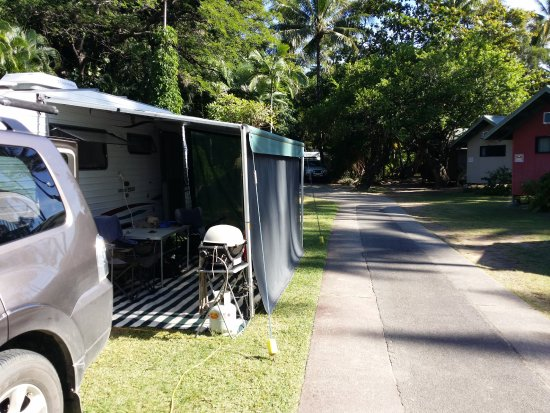Ellis Beach, Australien: Our awning and the roadway