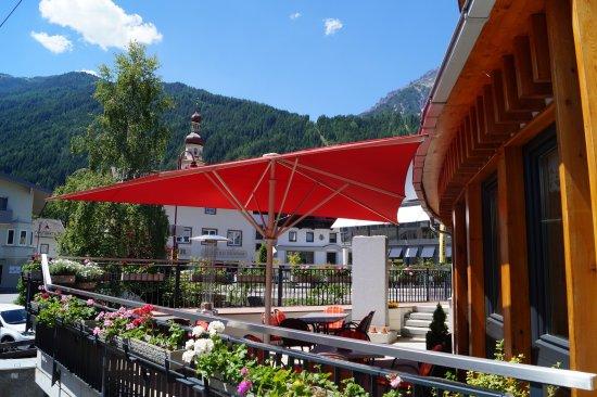 Fulpmes, Austria: Adler Hotel-Pension sonneterrasse