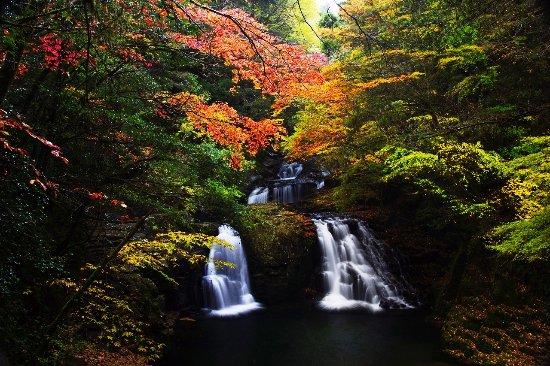 Akame Shijuhachi Waterfall: 荷担滝