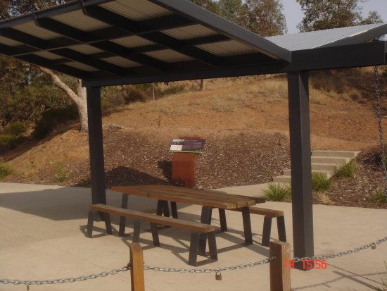 Lake Hume Village, Avustralya: Picnic Table at Lookout