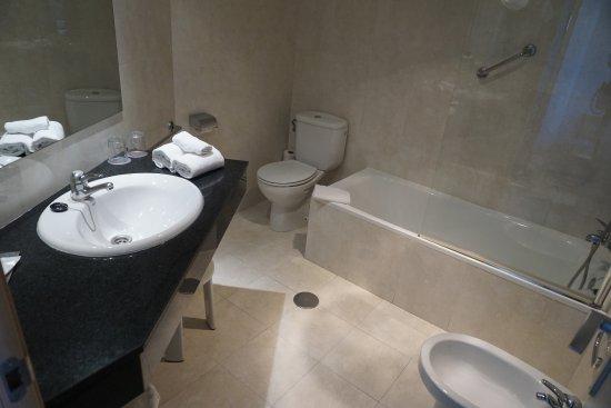 Hotel Sol Principe: Baño correcto